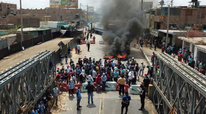 Perú: varios muertos en un enfrentamiento entre trabajadores rurales y la policía